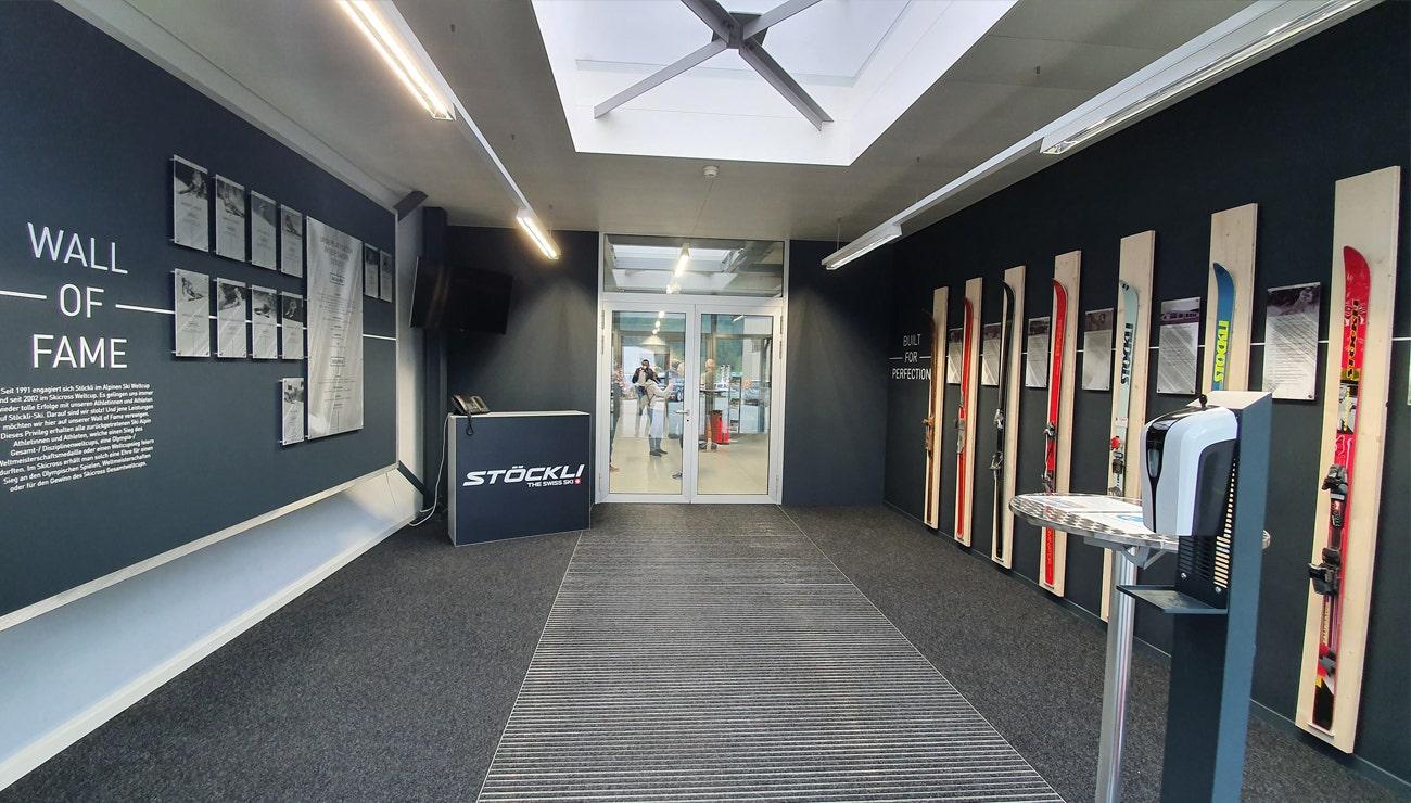 Ski-Manufaktur mit neuem Eingangsbereich
